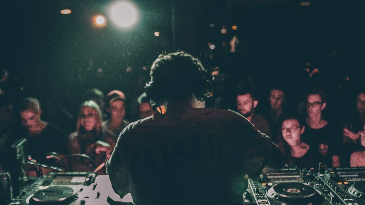 DJ Nightlife Crowd Brandon Erlinger-Ford