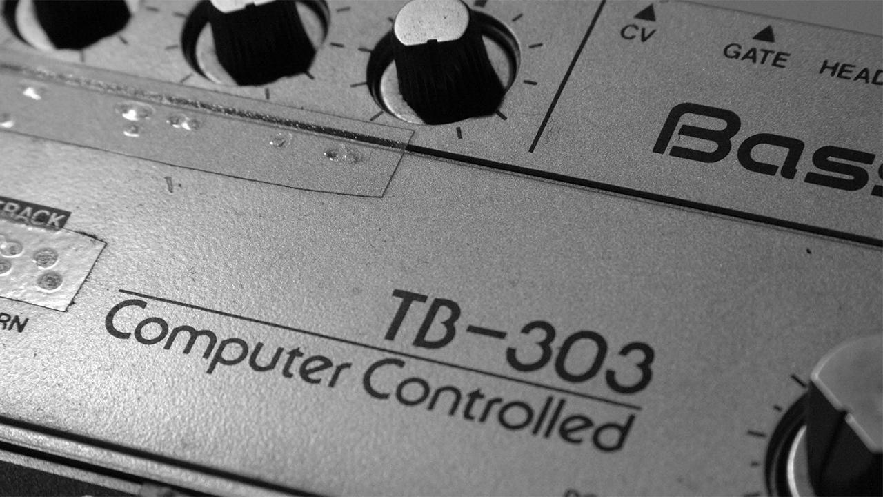 Roland TB-303 Bassline closeup knobs