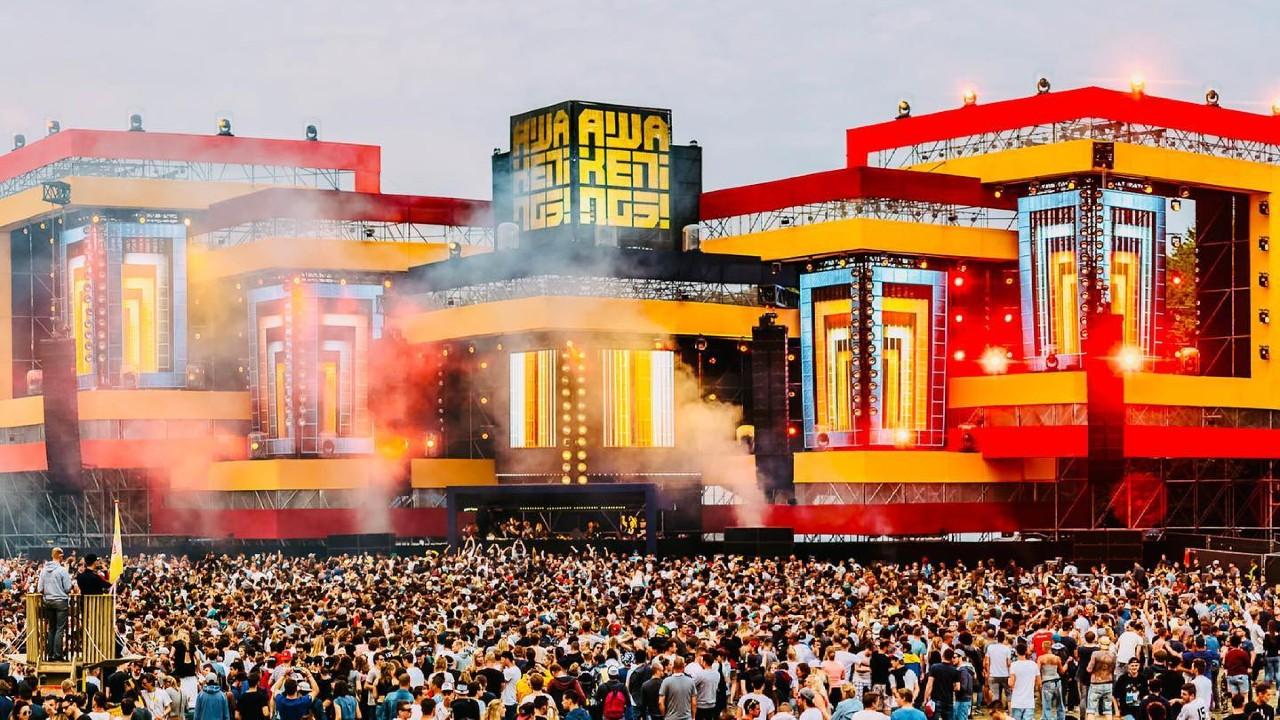 Awakenings ID&T crowd stage 2015