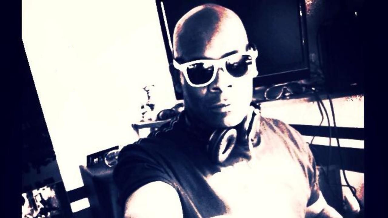 Yush black and white headphones